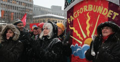 Politisk ledelse i Fagforbundet i demonstrasjonstog. Foto: Kari-Sofie Jenssen/Fagforbundet