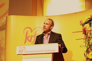 Hans Olav Syversen fra Krf i Stortingets finanskomité har avvist regjeringens forslag om å lukke aksjonærregisteret.