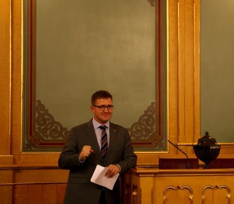 Truls Wickholm (Ap) krever at Finansdepartementet skal sørge for at reglene i forskriften om land-for-land rapportering følges. Foto: Eline Helledal