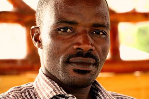 Samuel Mukami Mwita sier han vet om så mange som 70 personer som har blitt drept utenfor gullgruven de siste to årene. Foto: Kenneth Lia Solberg