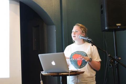 Mari Helene Flaathen fra SAIH Bergen ledet paneldebatten. Foto: Christine Amdam