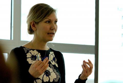 Marianne Marthinsen fra Arbeiderpartiet legger fram sitt forslag sammen med Krf i Stortinget i dag. Foto: Maria Lavik