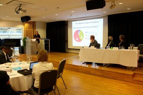 Generalsekretær i PWYP Norge, Mona Thowsen, forklarte at riksrevisjoner kan være med å hindre ulovlig kapitalflukt med sitt mandat. Foto: Christine Amdam