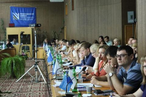 I en uke var deltakerne samlet til debatt fra morgen til kveld i utkanten av Moskva. Foto: Mona Thowsen.