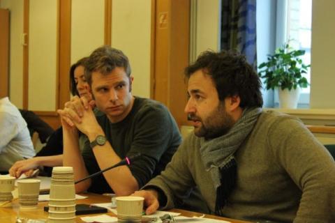 Finanspolitisk talsmann i SV, Snorre Valen (t.v.), og Arvinn Gadgil fra internasjonalt utvalg i SV vil sette ulovlig kapitalflukt høyere opp på agendaen. Foto: Christine Amdam