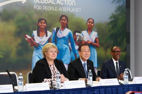 Statsminister Erna Solberg, FNs generalsekretær Ban Ki-moon og Rwandas president Paul Kagame under mandagens konferanse om siste status for FNs tusenårsmål. Foto: Christine Amdam