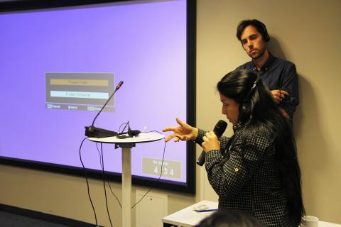 Tania Laurini fra Ecuador presenterer deres funn. Foto: Eline Helledal