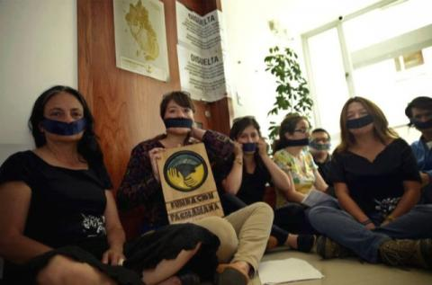 Protester mot nedleggelsen av organiasjonen «Fundación Pachamama». Foto: Estuardo Vera fra lokalavisen «El Universo».