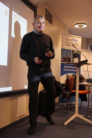 Deltakerne fikk en grundig innføring i petroleumsbransjen av Gunnar Sjøgren fra Oljedirektoratet. Foto: Eline Helledal