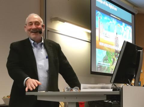 Joseph Stiglitz holds his keynote speech at Making Transparency Possible